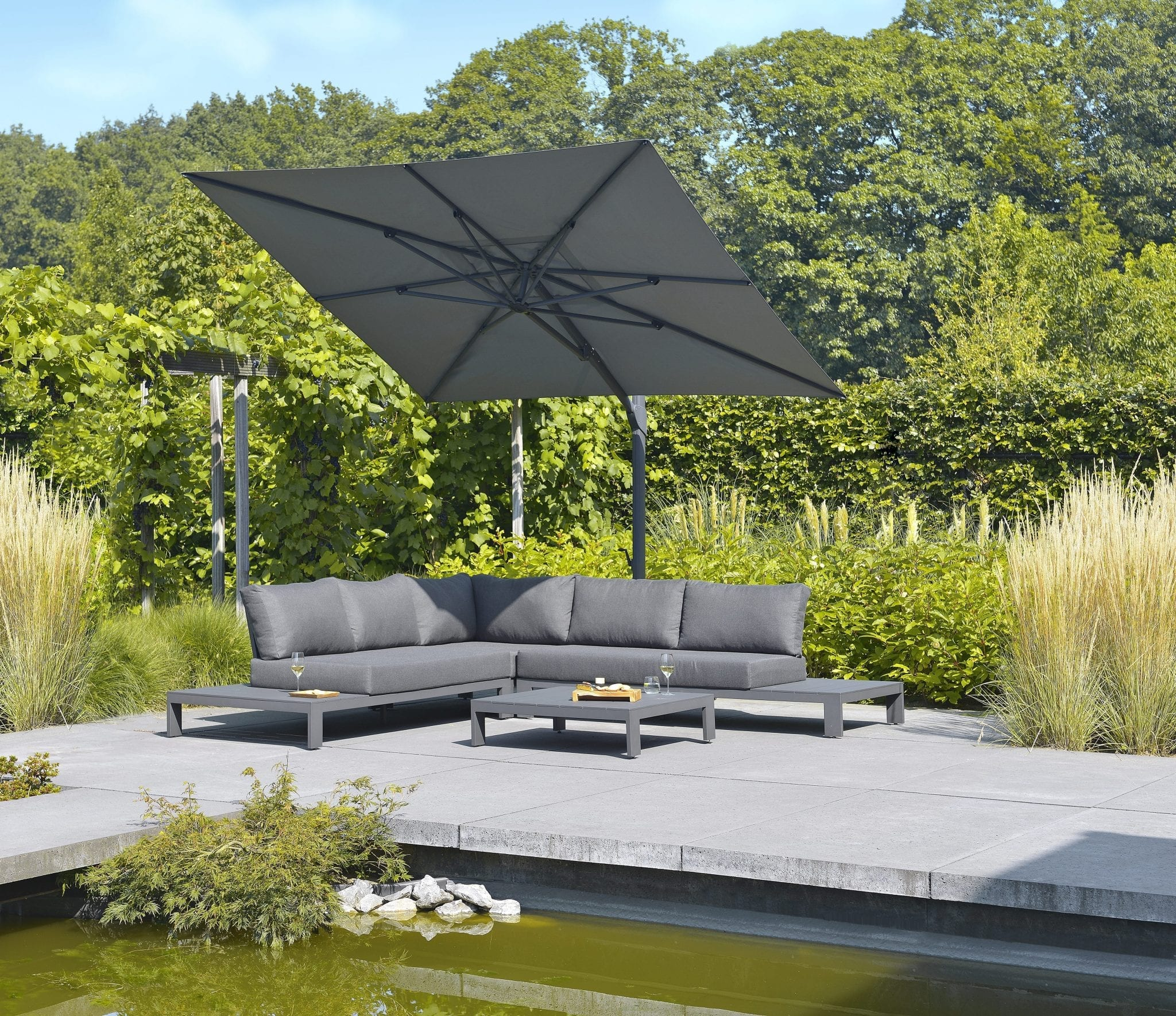 Mike lounge set and Vince parasol | Max & Luuk