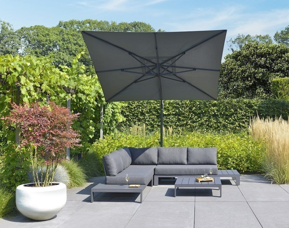Aluminium Mike lounge set and Vince parasol   Max & Luuk