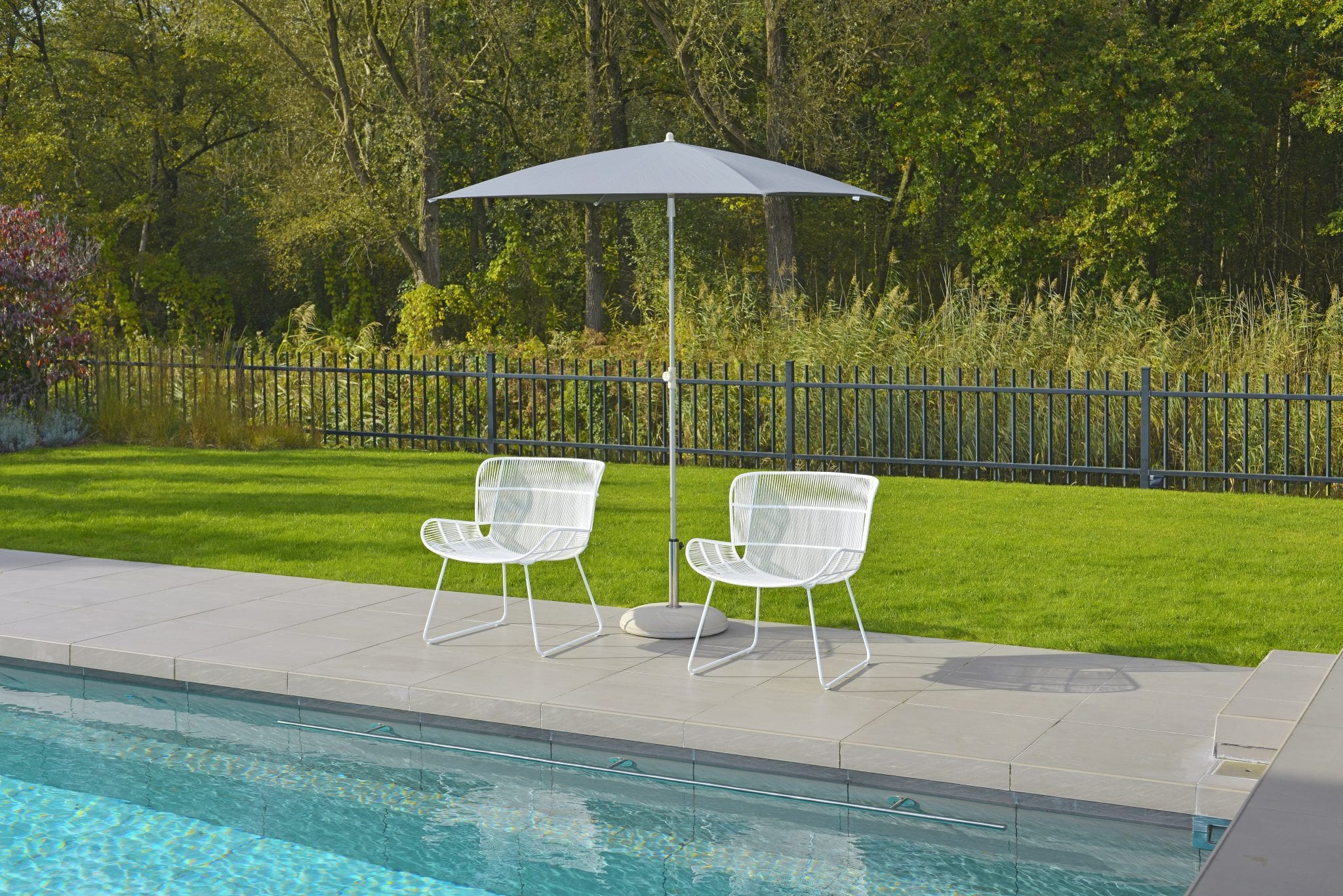 Faye lounge chairs and Katie parasol | Max & Luuk