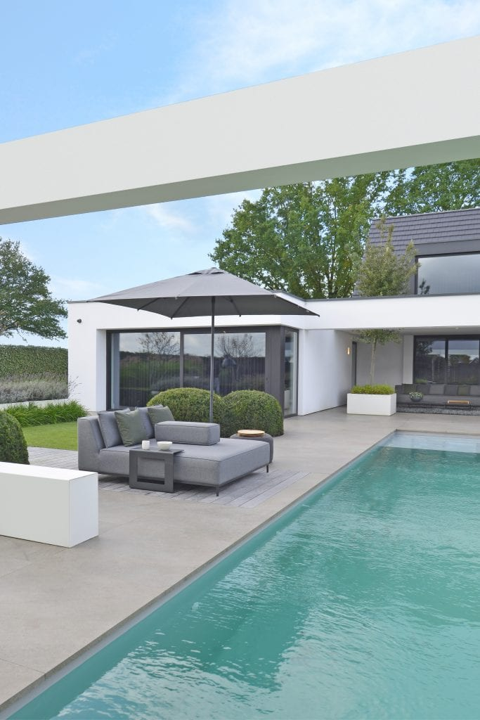 West daybed and Owen parasol 250x250 | Max & Luuk